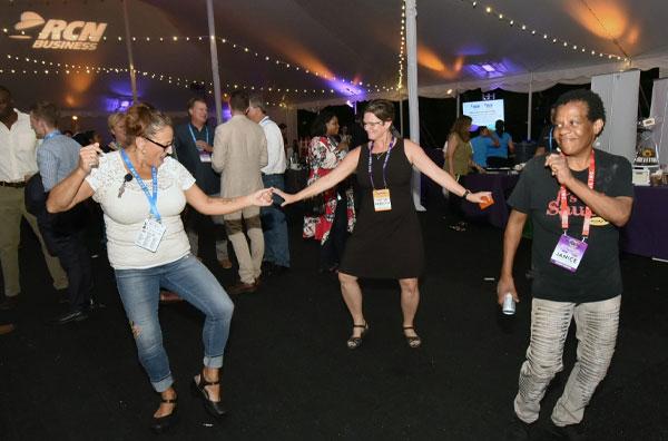 Evanston MashUp dancing